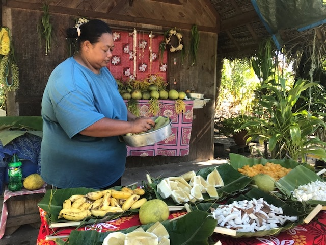 Tahiti tandem tour - A banquet of fruit the natives offered to us
