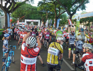 Tahiti tandem tour - At the start of La Ronde Tahitienne race