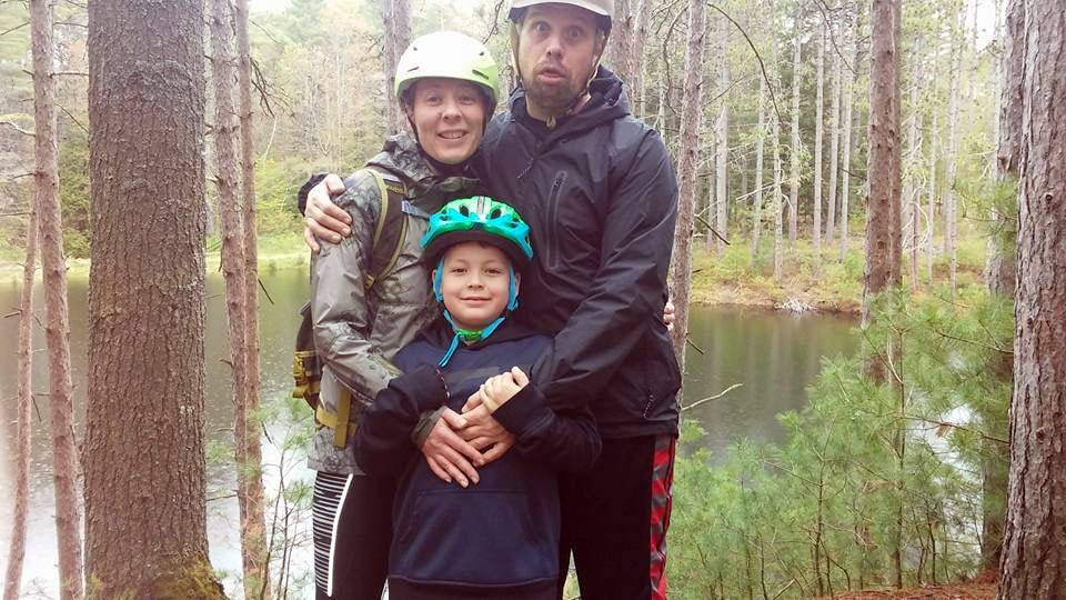 Celebrating cycling dads on father's day – Photo of Greg posed with his family while mountain biking in the woods