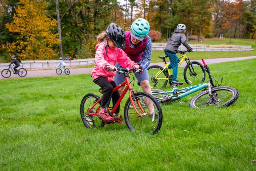 gritty girls program teaching girls to ride mountain bikes with confidence